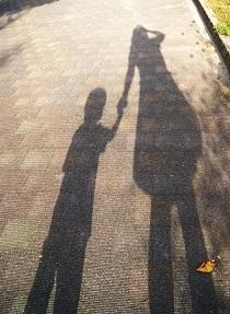 母と子供の影の写真