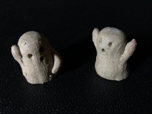 びっくりしている粘土の人形の写真