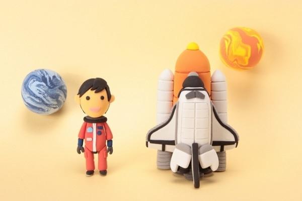 宇宙船と宇宙飛行士の粘土の画像